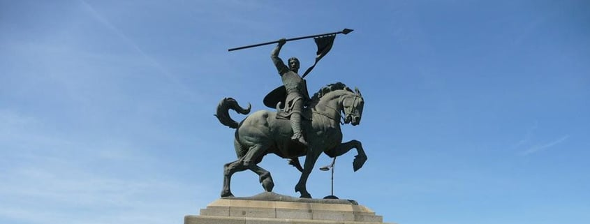 Visitas culturales de Sevilla: La estatua del Cid se viste de invierno