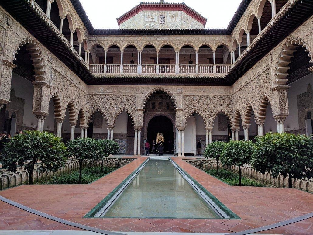 jardines de los alcázares de sevilla