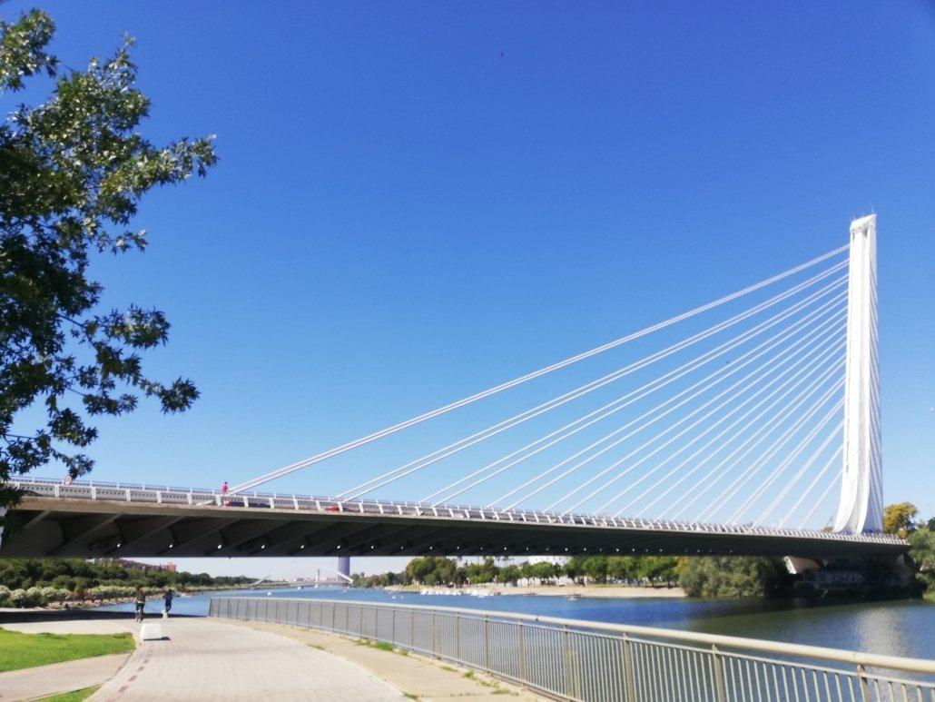 Sevilla y sus puentes más espectaculares. Del 1er puente de barcas a los puentes de la Expo 92