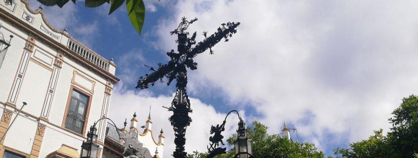El barrio de Santa Cruz y la Plaza de Santa Cruz.