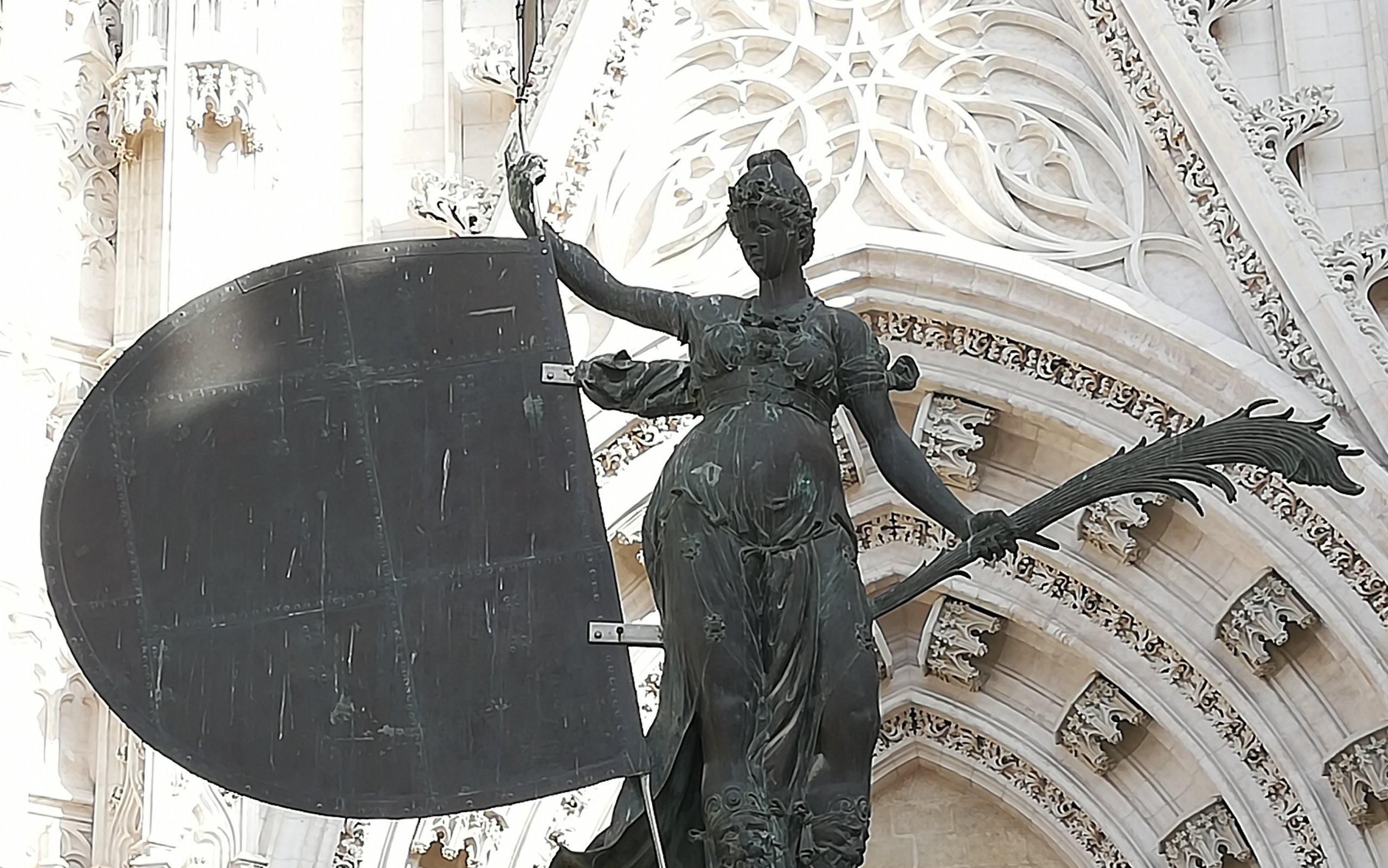 4 esculturas de Sevilla fascinantes y fabulosas